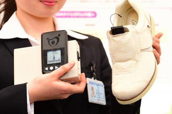 貼心守護失智症患者 鞋子內建發信器掌握行蹤