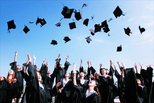 我們比想像中脆弱,但也比想像中強大!13句美國名人畢業典禮致詞,給你滿滿力量