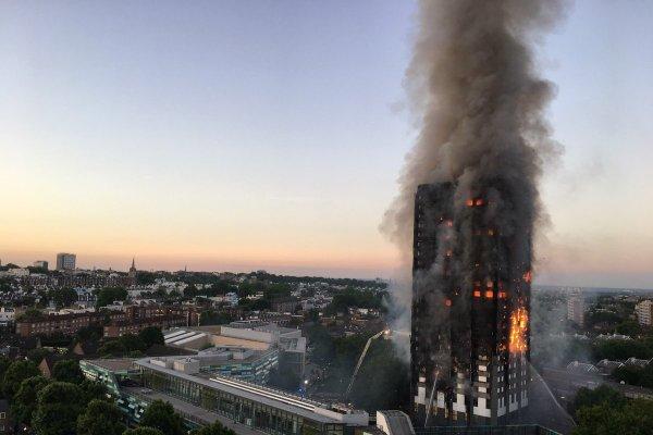 倫敦火燒摩天樓悲劇》政府不敢規範,建商只顧成本,79條人命化為灰燼