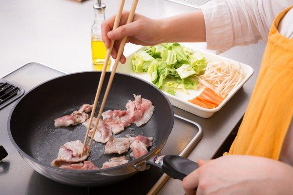 年紀大了要少吃肉,降低癌症、心血管疾病風險?營養師:年長者該減少的是這兩樣