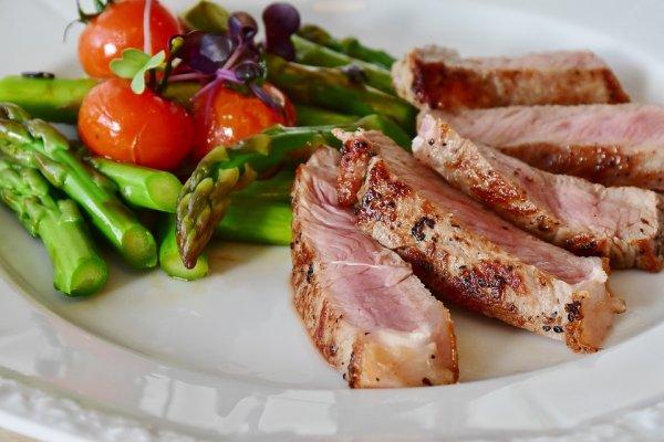 酮症、生酮飲食是什麼?專家:學老祖先這樣吃,讓身體燃燒脂肪,可解決許多慢性病