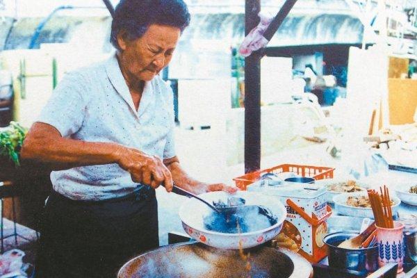 為何一個賣便當的平凡阿嬤,告別式竟來了3000人?她的故事值得全台灣的人紀念