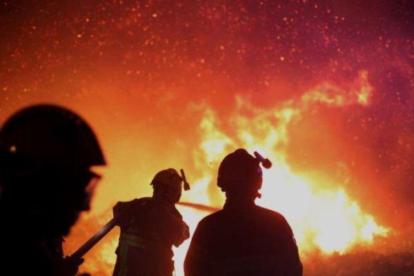 法國蔚藍海岸、科西嘉島森林大火 4分之1個台北市陷入火海,逾萬人撤離