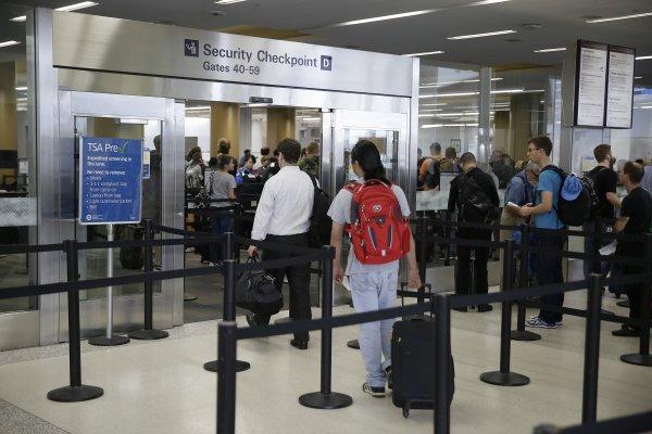 赴美旅客請注意!美國機場將全面執行新安檢措施 大於手機的電子設備都要檢查