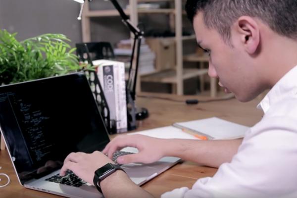 唐鳳父親的一句話,開啟他自學程式之路;16歲的他已當上技術顧問!