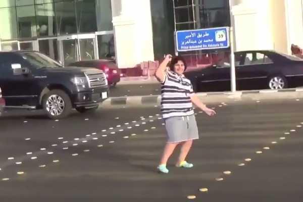 馬路上跳舞「違反公序良俗」?14歲男孩遭沙國警方逮捕