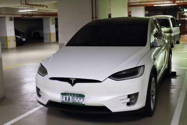 台灣車主「自動停車」失控擦撞 特斯拉卻判讀系統未啟動