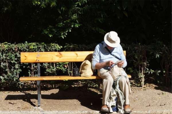 空虛寂寞覺得冷…國人愈老愈憂鬱 65歲以上11.4%服用抗憂鬱藥