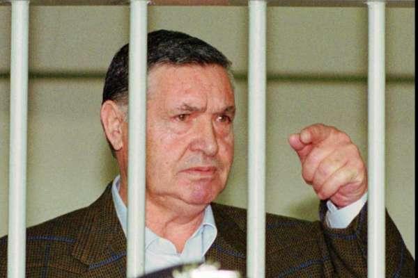 身揹26個無期徒刑、法官檢察官照殺不誤!義大利黑手黨教父里納87歲「自然死亡」