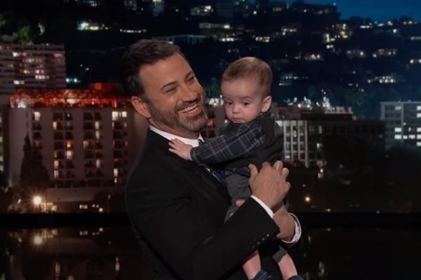 美國名主持人吉米金莫攜超萌兒子上電視 含淚哽咽為兒童健保計畫請命