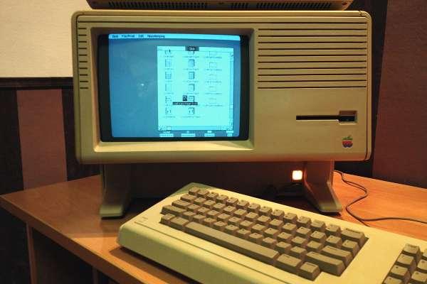 它是蘋果的失敗,也是蘋果的經典!害賈伯斯被逐出公司,這台骨灰級蘋果電腦身世太傳奇