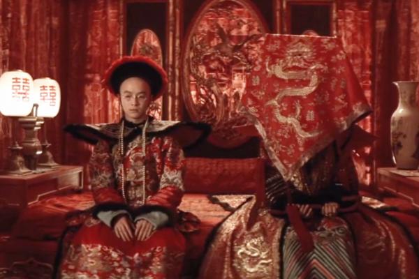 後宮佳麗三千,要如何決定「跟誰睡」?翻開清朝規定:想跟皇帝共度春宵,先過「她」這關