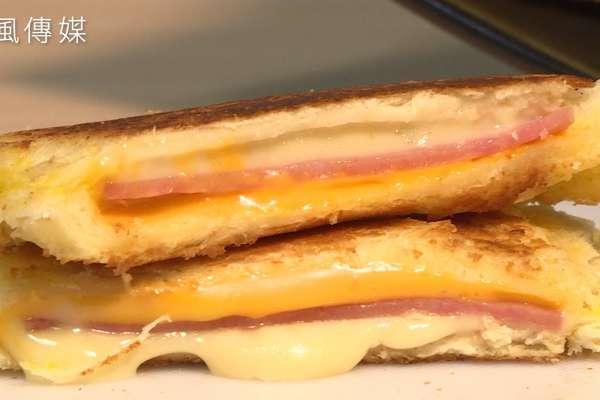 【影音】誰說要機器才能做出熱壓吐司!教你手做超濃起司熱壓三明治!
