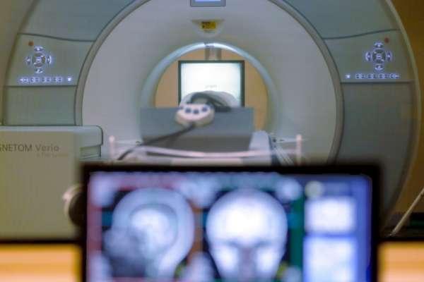 改寫醫學教科書!最新研究:「血管內取栓術」可將腦中風治療黃金期延長至16小時