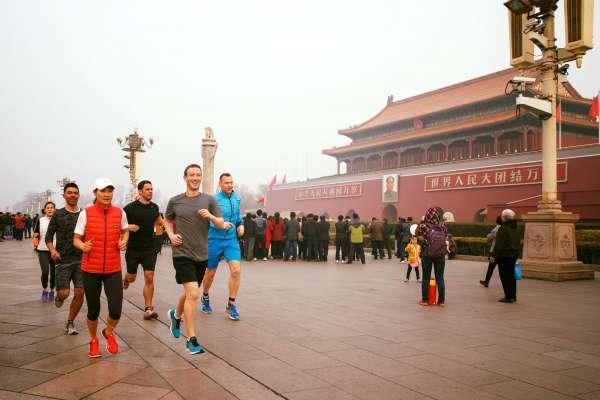 中文拜年、天安門慢跑,為打入強國市場,祖克柏百般討好永不放棄!還用這3招專業拍馬屁