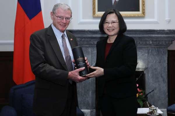 「美國又來花言巧語騙台灣了」美國會議員訪台挺軍售,中國官媒挑撥離間