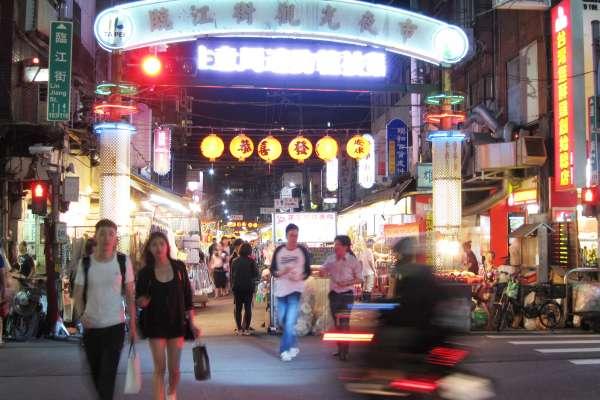 「台北最強夜市」當之無愧!無數老饕嘗了就戒不掉,臨江夜市5家超澎湃的好料你一定要知道