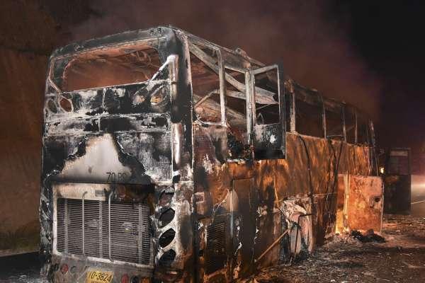 畢業旅行「泰」驚恐 31學生遇火燒車幸無人受傷