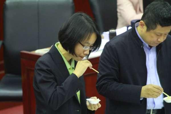 吳音寧發「洋蔥文」後被抽考 議員要求試吃洋蔥分辨