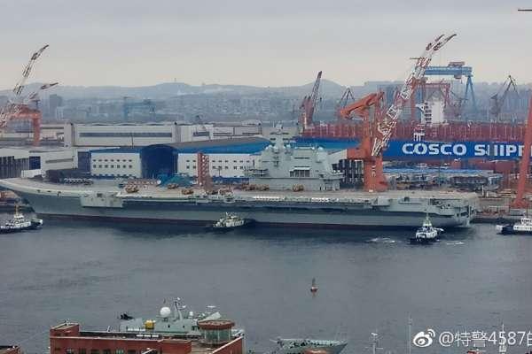 中國國產航母本月海試、雙航母艦隊年底即將成型?001A航母準備離開艤裝碼頭