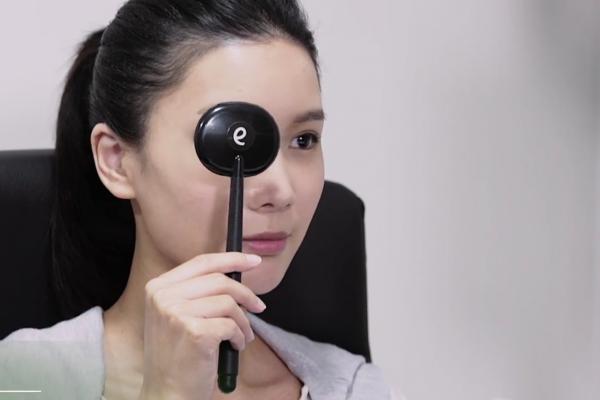 90%的人眼鏡都配錯了!醫師:1分鐘的電腦驗光檢查不出正確視力
