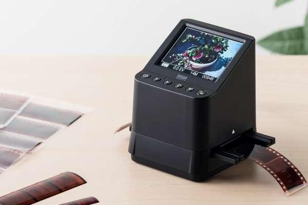 家裡一堆底片終於可丟啦!日本推出超方便「迷你掃描機」,幫你快速將底片通通數位化!