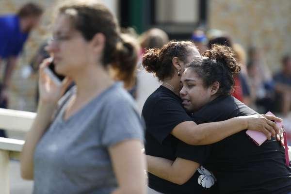 槍的詛咒》美國校園今年第22度濺血,德州聖塔非高中10人陳屍槍下