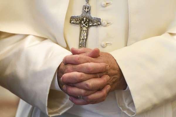 智利神父性侵案》遲來的正義!教宗方濟各終鬆口坦承「犯下嚴重疏失」 34名智利主教提出請辭
