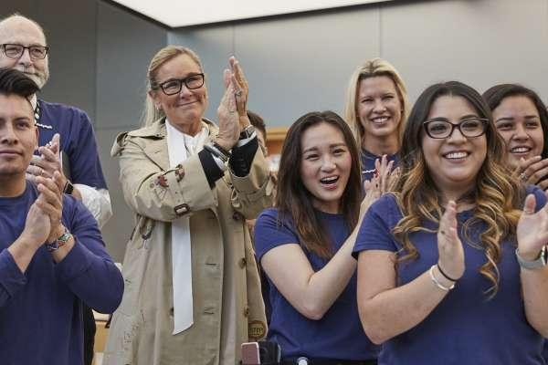 矽谷女王的傳奇》沒任何科技背景,卻成蘋果副總裁!能力超強、員工愛戴,年薪還比庫克高