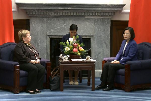 接見美國國會USCC訪問團 蔡英文:盼美國將台灣列入鋼鋁關稅豁免名單
