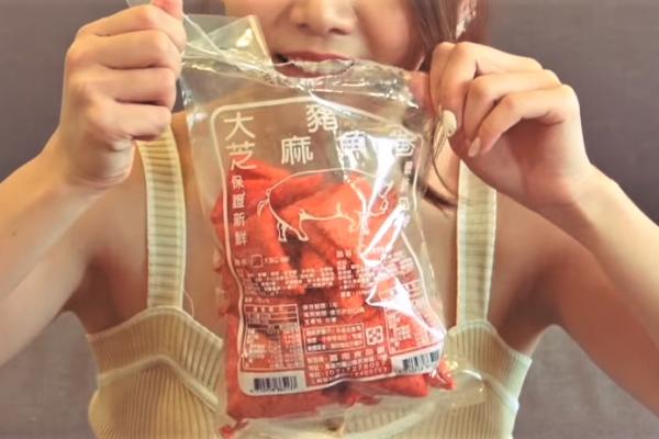 五六年級最愛的「大豬公」竟是魚做的!內行人透露:加了「這個」獨門祕技,一吃就停不下來