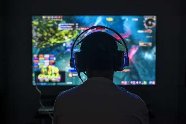 孩子沉迷電玩是有病?WHO將「遊戲成癮」納入精神病,若這3症狀連續12個月就有危險…
