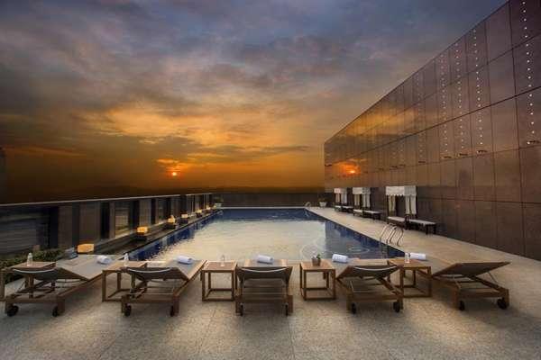 台北居然有這樣愜意的地方!推薦5大絕美「高空泳池」飯店,來場夏日小度假最舒壓!