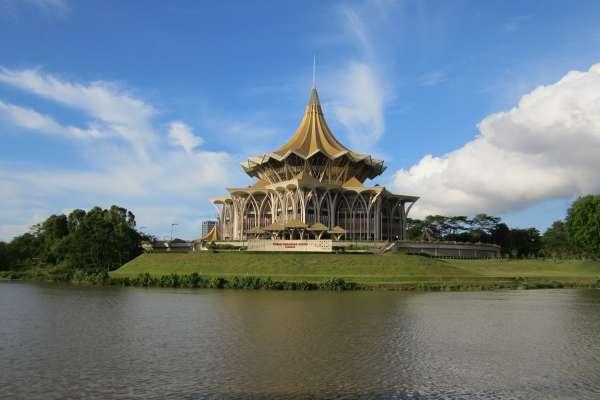 到馬來西亞,別再去吉隆坡人擠人啦!內行人帶你到「貓城」古晉玩一天,美景美食都不放過