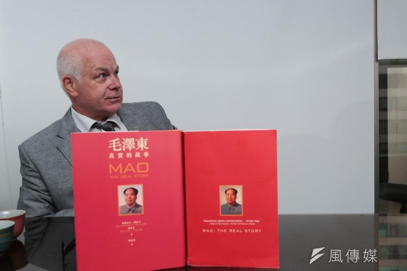 專訪《毛澤東真實故事》作者潘佐夫。(余志偉攝)