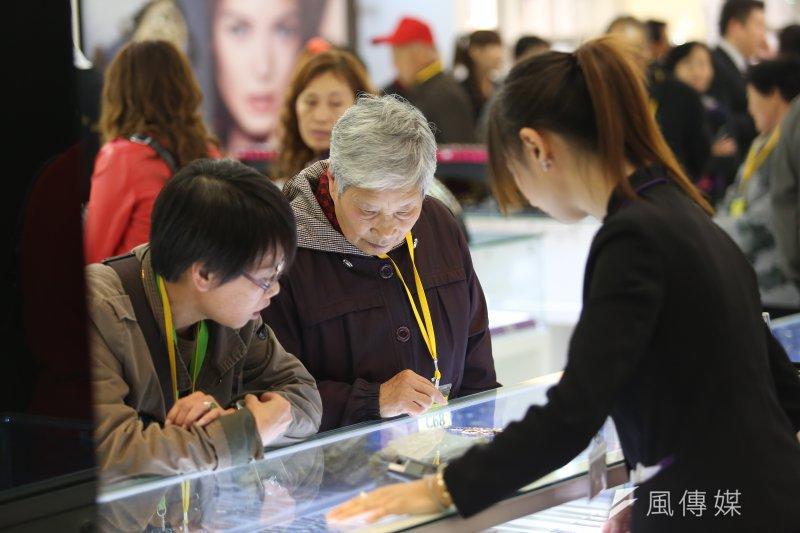 因醫療欠費問題嚴重,10月1日起中國旅客來台觀光必須投保旅遊傷害保險。(資料照片,吳逸驊攝)