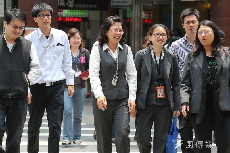 同工同酬在台灣仍是遙不可及的夢想,根據2016年的統計,國內女性要賺取男性整年的薪資,得多工作52天。(資料照,吳逸驊攝)
