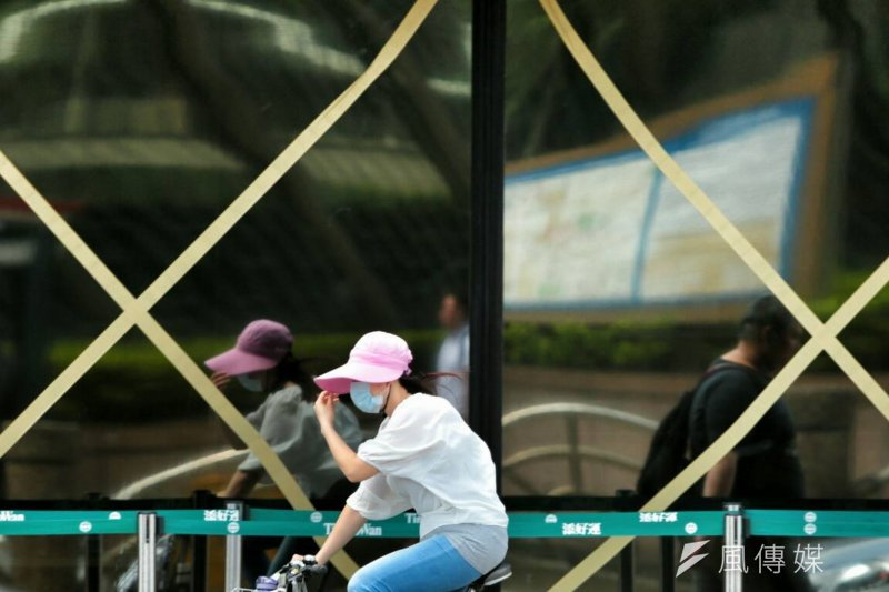 行政院主計總處副主計長蔡鴻坤指出,製造業每增加1個單位需求,會帶動3.8單位的需求,但服務業卻僅能帶動1.8個需求,使台灣薪資偏低。(資料照,余志偉攝)