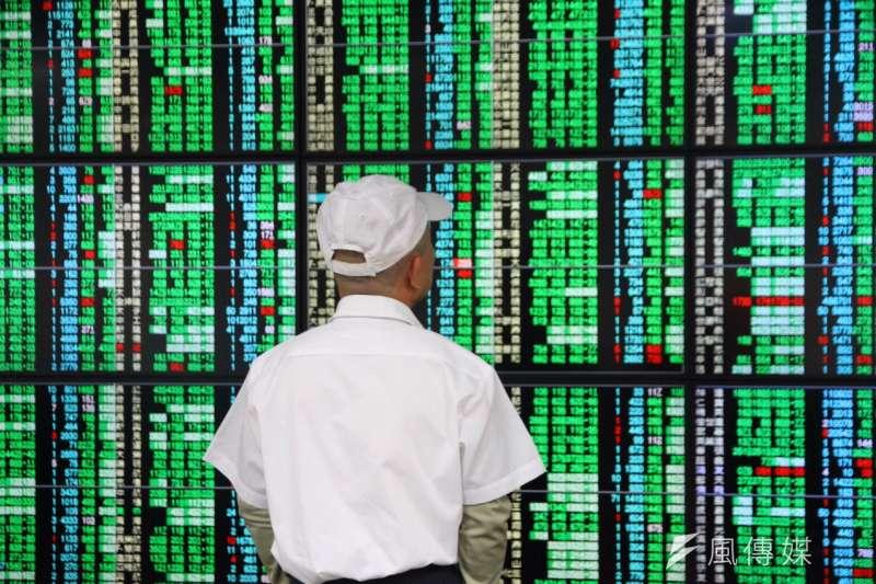 分析師表示,台股跌破年線,中線已有轉空跡象。(資料照,曾原信攝)