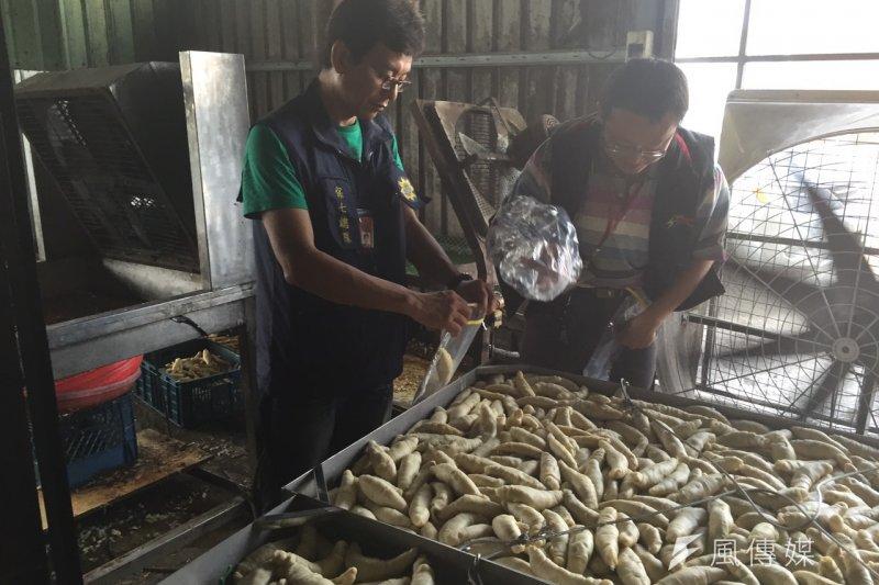 台中市政府衛生局查獲涉嫌重新貼標更改有效日期的「冷凍鮑魚」產品。 (示意圖,台中市衛生局提供)