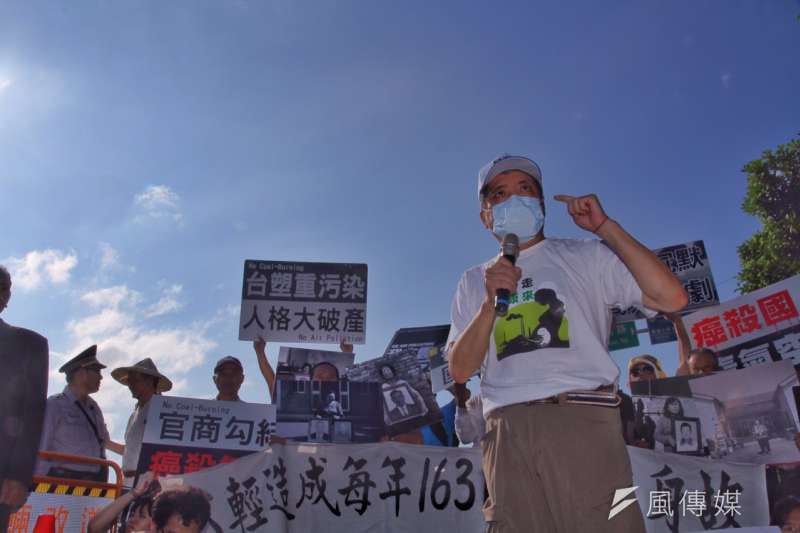 彰化、雲林六輕空污受災戶反六輕,居民控訴,為什麼台北天空這麼藍、雲林彰化的天空,就因為六輕污染不見天日(曾原信攝)