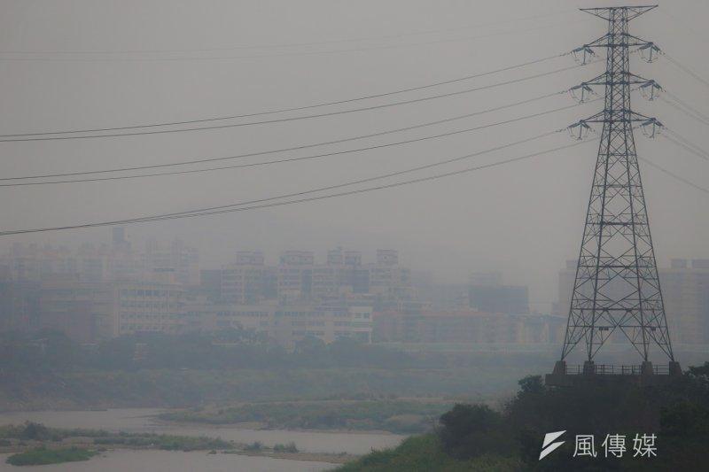 中部地區的空氣污染指標再度紫爆。(資料照,陳明仁攝)