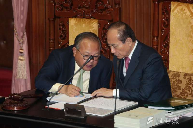 立法院秘書長林錫山(左)與院長王金平(余志偉攝)