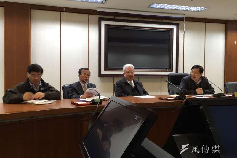 20160310-台電回應廢核遊行,右至左為能源局長林全能、台電總經理朱文成、台電發言人林德福。(尹俞歡攝)