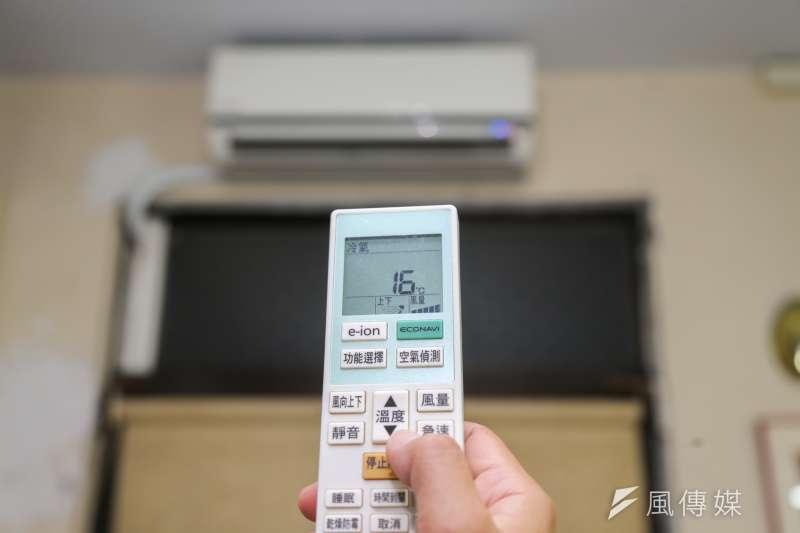 今年每逢天氣熱,台電就會不斷呼籲民眾節約用電、冷氣要增溫。(資料照,陳明仁攝)