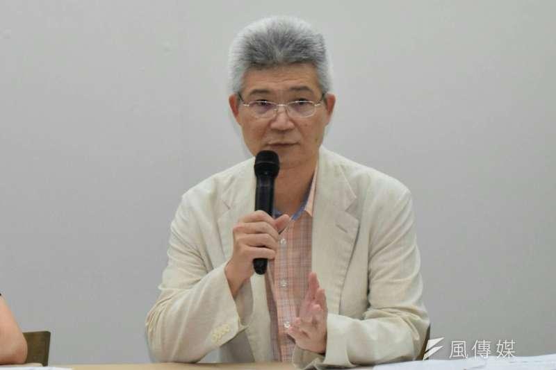 中正大學教授批評台北市政風單位為了調查洩密竟要調閱記者通聯。(陳伯聖攝)