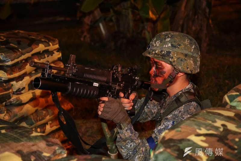 「漢光32號」第三戰區軍演24日凌晨於雪山隧道實施,並於現場展示T91步槍及40榴彈砲。(顏麟宇攝)