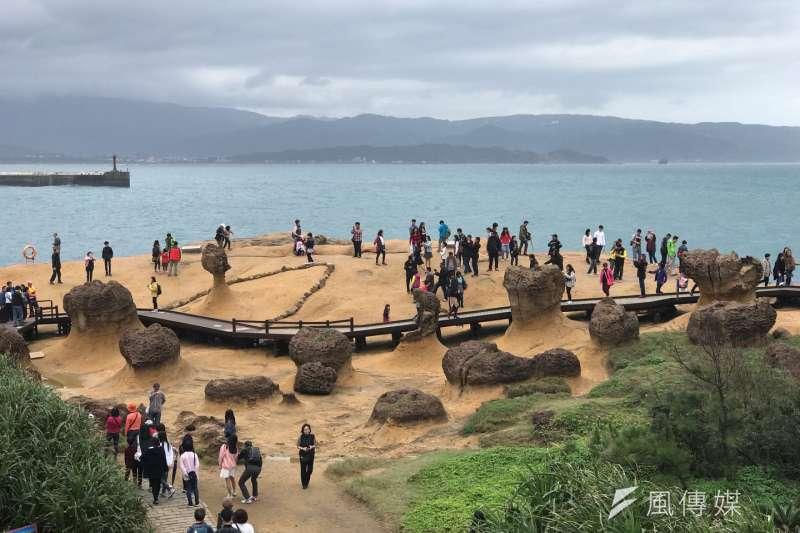 觀光業界傳出對岸再度緊縮來台觀光人數,業界可能要再次面對一波寒流,圖為陸客來台必去的野柳(資料照片)