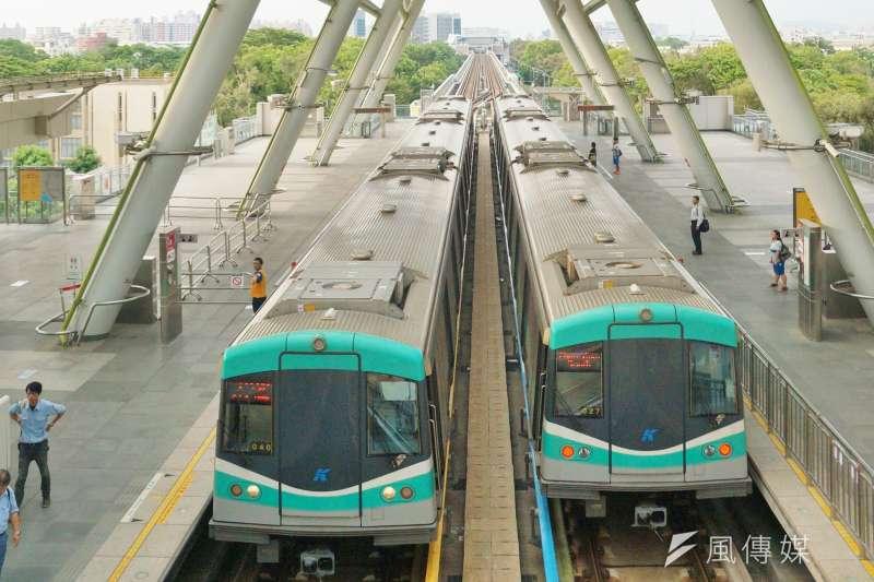 儘管有過波折,高雄捷運列車去年已經開始賺錢了。(盧逸峰攝)