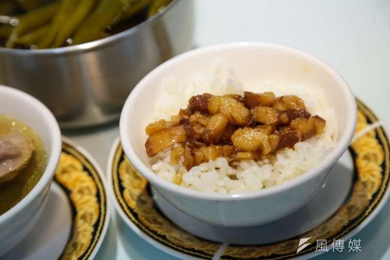 繼日前衛生紙傳出漲價消息外,台灣傳統美食滷肉飯也傳出喊漲。(資料照,顏麟宇攝)